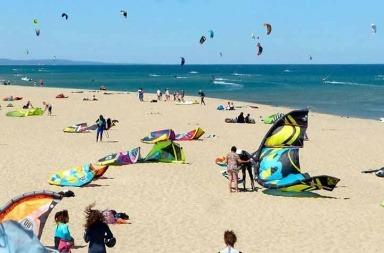 plage-des-coussoules- kitesurf en méditerranée et tourisme