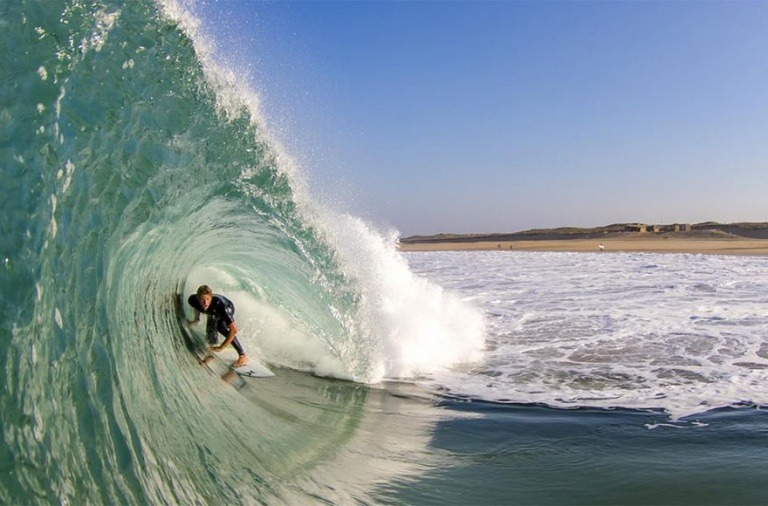surfing and kitesurfing on atlantic in france
