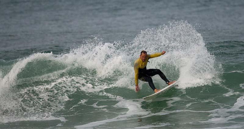 surf sur la cote atlantique - lacanau