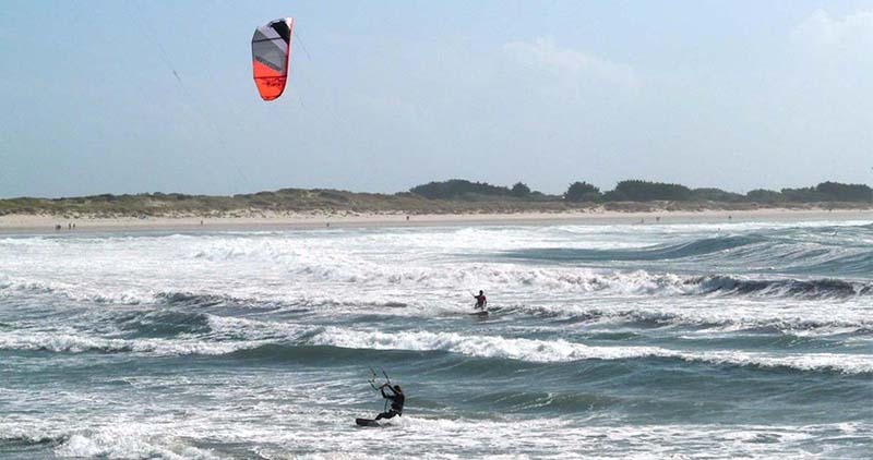 surfing and kiteboarding on the west coast - plage du steir