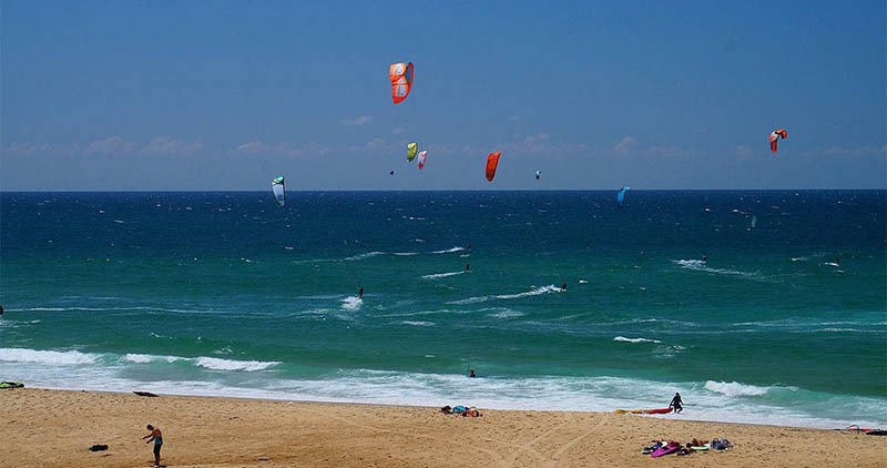 kitesurfing on the atlantic coast - plage des estagots