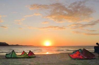 Coucher de soleil pendant un Kitesurf Trip en colombie