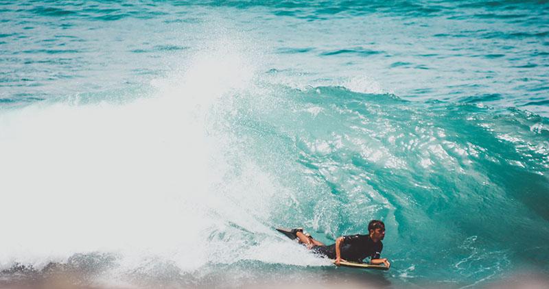 Faire du surf dans les Canaries