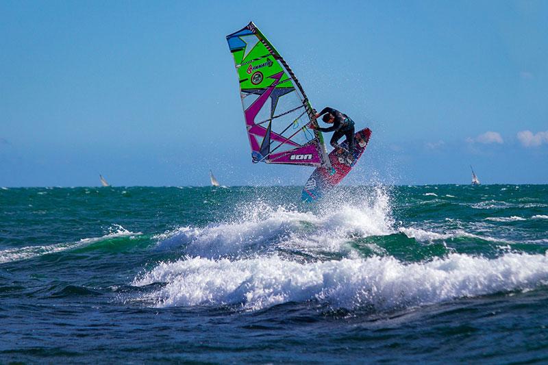 Windsurf 5 Conseils Pour Debuter Le Windsurf Sportihome Magazine