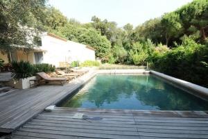 villa contemporaine, au calme sous les pins à 3 mn Maison - Logement entier - 8 Voyageurs - 4 Chambres