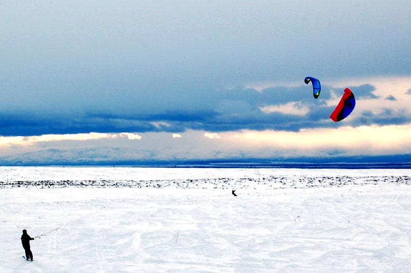 débuter le snowkite sur un terrain plat