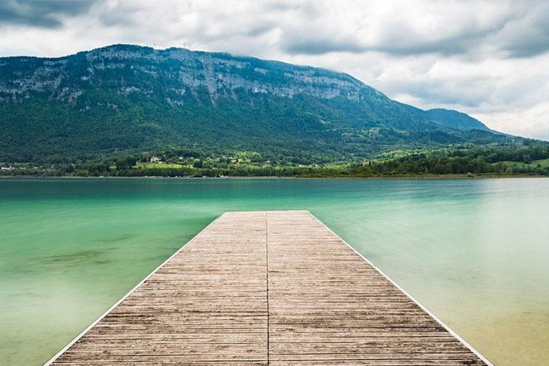 Lac de montagne de Savoie - lac d'Aiguebelette