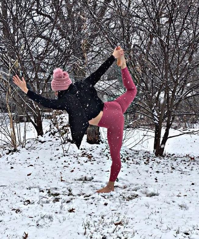 yoga neige posture