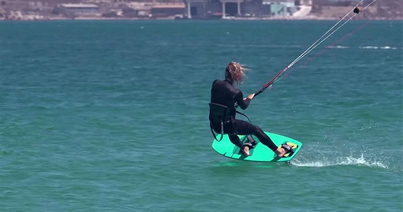 kitesurf avec un foil