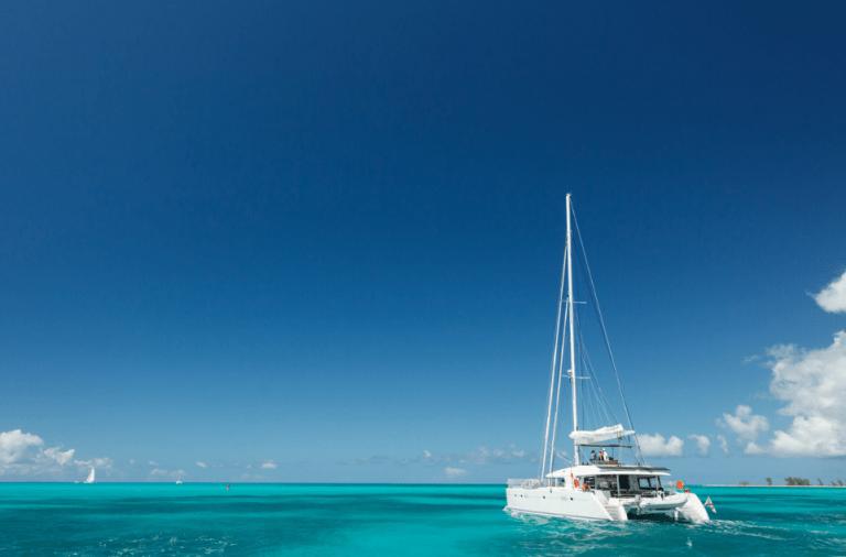 bateau à voile catamaran