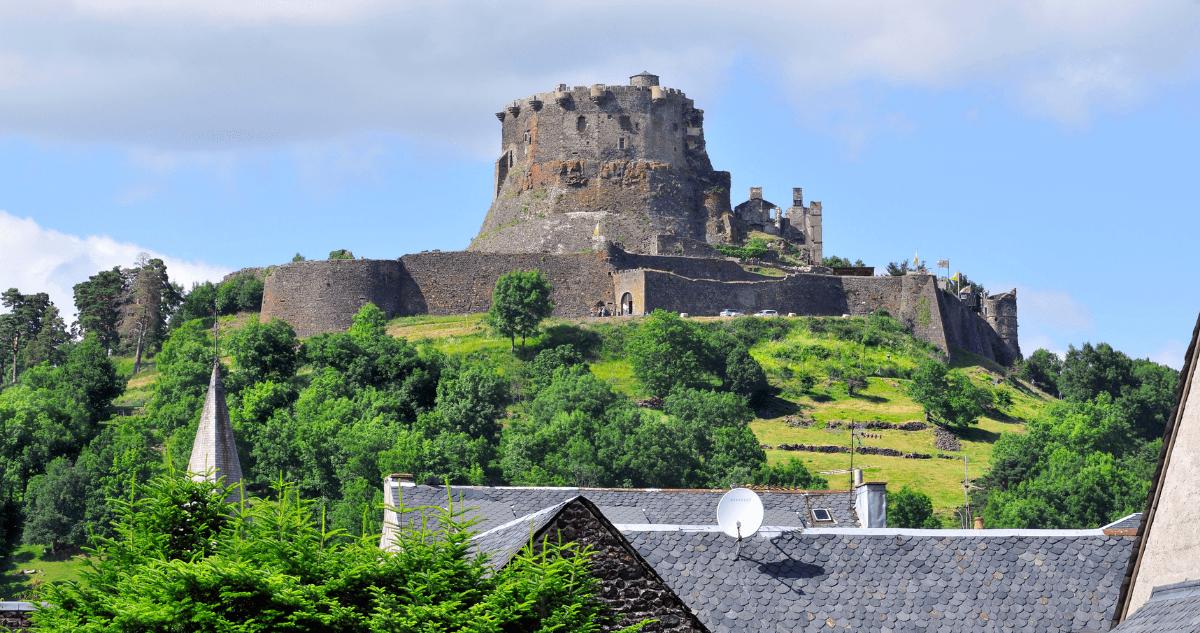 Auvergne forteresse murol randonnée